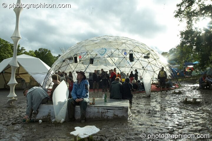 The IDspiral dome, an island of sanity surrounded by mud, at Glade Festival 2007. Aldermaston, Great Britain. © 2007 Photographicon