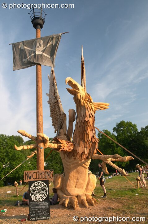 The Tree Pirates Griffon chainsaw sculpture in the King's Meadow at Glastonbury Festival 2005. Pilton, Great Britain. © 2005 Photographicon