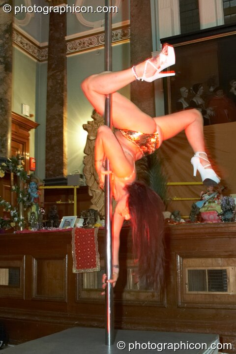 Harmony performs sensuous pole dancing at London Festival of Tantra 2009. Great Britain. © 2009 Photographicon