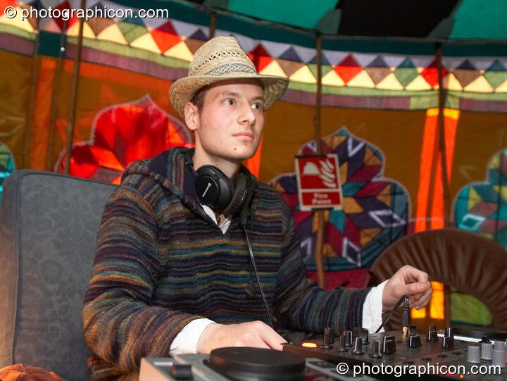 DJs in the Chillout Tent at Planet Bob's Offworld Festival 2007. Swindon, Great Britain. © 2007 Photographicon