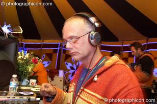 Paul (Planet Bob, UK) DJs in the Progressive Tent at Planet Bob's Offworld Festival 2007. Swindon, Great Britain. © 2007 Photographicon
