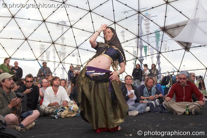 Amanda Heron performs a Raqs Sharqi dance to Mirror Systems (A-Wave) on the idSpiral Stage at Sunrise Celebration 2006. Yeovil, Great Britain. © 2006 Photographicon