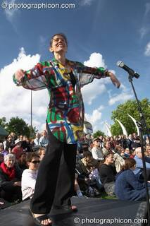Helen Chadwick, co-founder of Sing For Water, conducts a fundraising a concert at the Thames Festival 2004 in aid of water projects around the world. London, Great Britain. © 2004 Photographicon