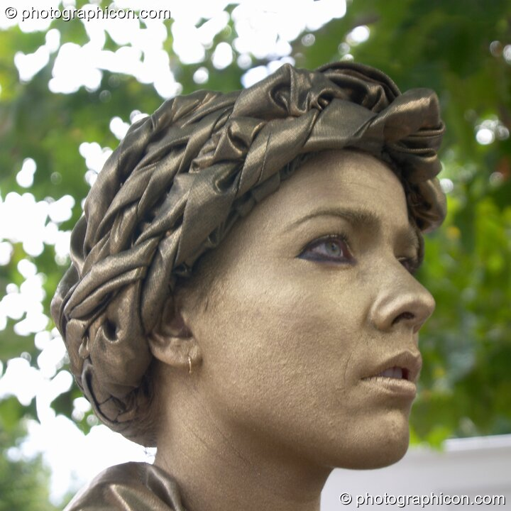 A woman impersonating a classical Greek statue at the Thames Festival 2004. London, Great Britain. © 2004 Photographicon