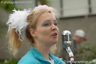 A woman singing in the street at the Thames Festival 2004. London, Great Britain. © 2004 Photographicon