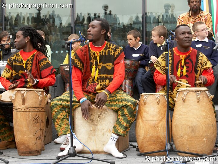 Kakatsitsi, master drummers from Ghana, performing with Drum4Africa, a fundraising project for African children, at the Thames Festival 2005. London, Great Britain. © 2005 Photographicon