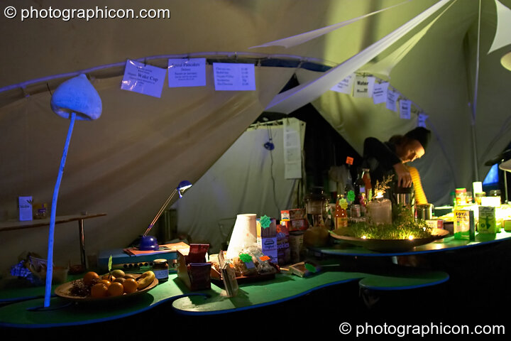 The idSpiral cafe at the Turaya Gathering 2004. Wimborne, Great Britain. © 2004 Photographicon