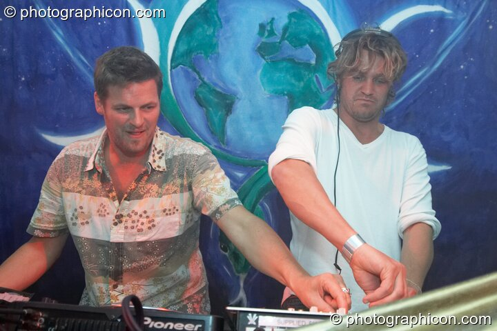 James Munro and George Barker (Flying Rhino, UK) DJ on the Gaia Chill stage at Waveform Project 2007. Kenton, Exeter, Great Britain. © 2007 Photographicon