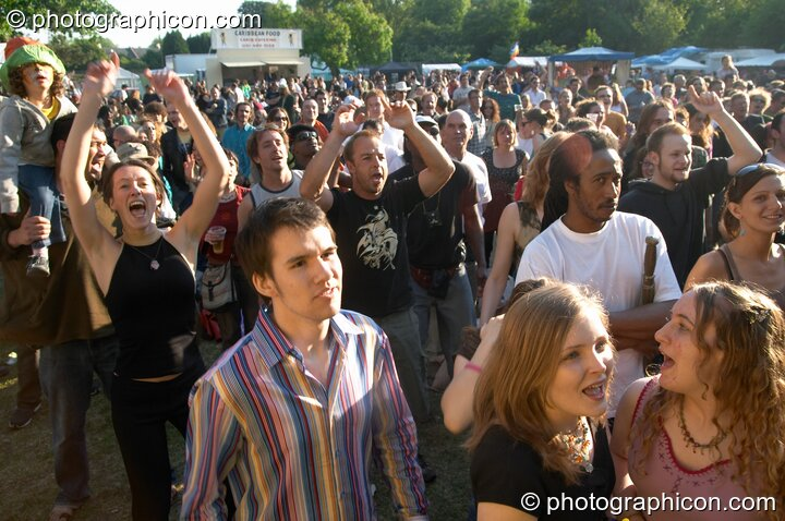 Crowd loving the World Music Stage at Kingston Green Fair 2005. Kingston Upon Thames, Great Britain. © 2005 Photographicon
