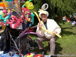Mark Derek, Professor of Balloonology, at Kingston Green Fair 2006. Kingston upon Thames, Great Britain. © 2006 Photographicon