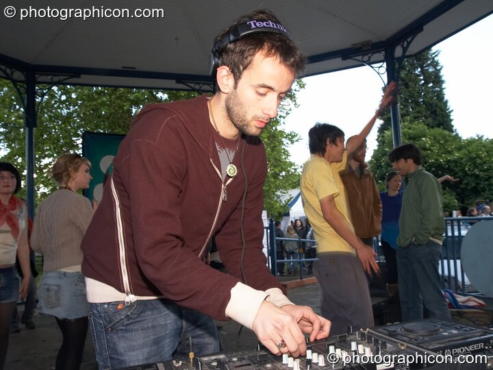Liquid Djems DJing on the Temple Peace of Peace stage at Kingston Green Fair 2006. Kingston upon Thames, Great Britain. © 2006 Photographicon