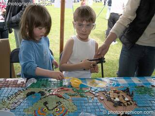Save The World Club mosaic workshop at the London Green Lifestyle Show 2005. Great Britain. © 2005 Photographicon