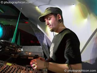 Evan Bluetech performing on the IDspiral stage at the Twisted Records 10th Birthday Party. London, Great Britain. © 2006 Photographicon