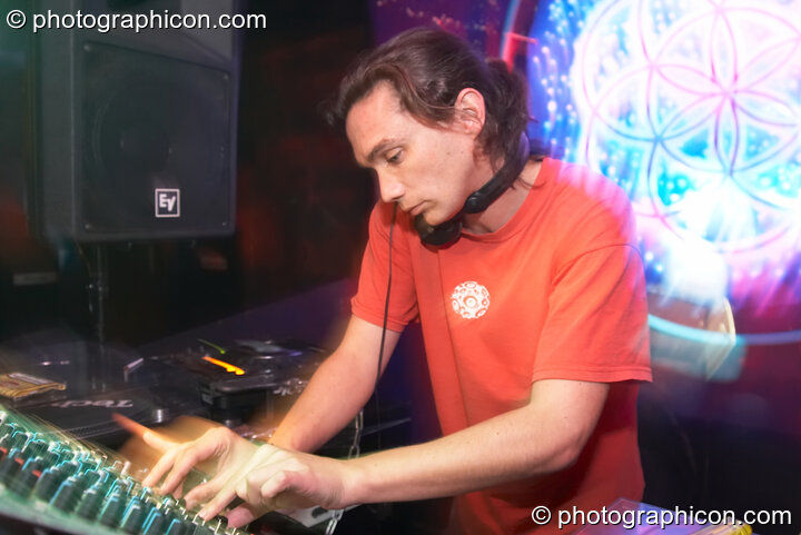 Morph DJing in the main at the Liquid Records party. London, Great Britain. © 2007 Photographicon