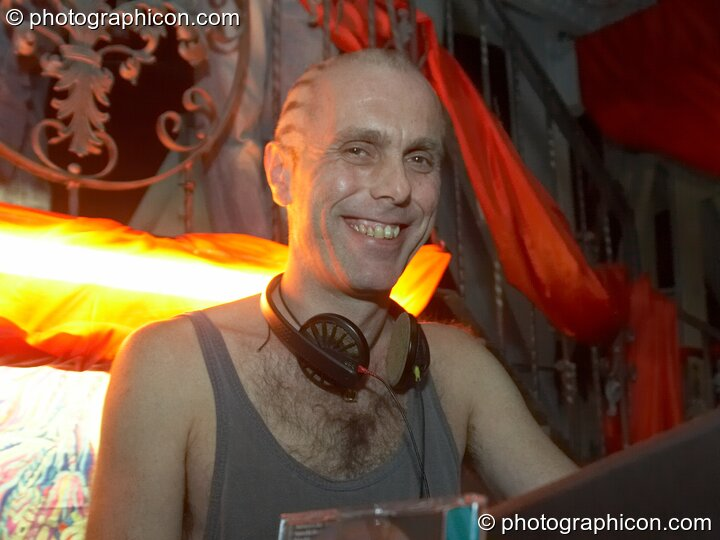 Pete Ardon DJ's in the Minimal room at the Pukka / Interpole / Mindscapes Halloween party. London, Great Britain. © 2007 Photographicon