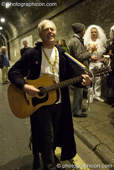 John Constable sings in the street at The Halloween of the Cross Bones XIII. London, Great Britain. © 2010 Photographicon