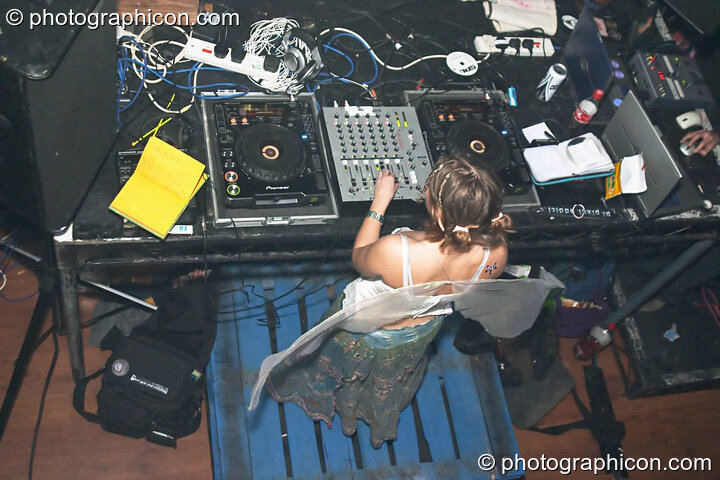 Gandolfi plays a DJ set in the Project Ozma space at the Synergy Project. London, Great Britain. © 2004 Photographicon