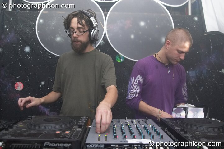 Mark Calvert & Moonquake DJing in the Project Ozma space at the Synergy Project. London, Great Britain. © 2004 Photographicon