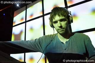 Giani (Native State/IDSpiral/Folktronica) on the Folktronica stage with VJ projections by Pixel Addicts at The Synergy Project. London, Great Britain. © 2008 Photographicon