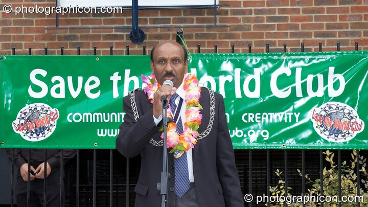 Councillor Yogan Yoganathan (The Worshipful Mayor of the Royal Borough of Kingston upon Thames ) at the opening of Save The World Club's Hundertwasser mosaic. Great Britain. © 2005 Photographicon
