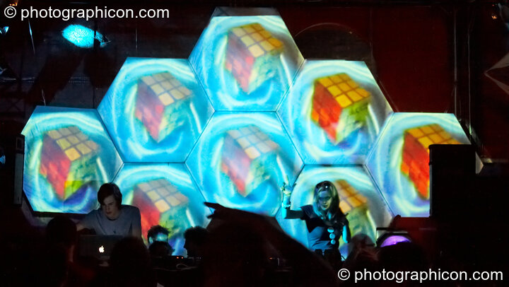 VJing by Magic Lantern on screen installation by Inside-Us-All in the Liquid Records / Furthur Project room at The Synergy Project. London, Great Britain. © 2008 Photographicon