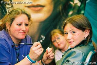 Simmone Kay paints faces at Big Green Gathering 2003. Cheddar, Great Britain. © 2003 Photographicon