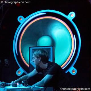 Richie Hawtin performs with his head profiled by a giant painted speaker backdrop on the Vapor Stage at Glade Festival 2007. Aldermaston, Great Britain. © 2007 Photographicon